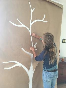 Schablone montieren auf Wand